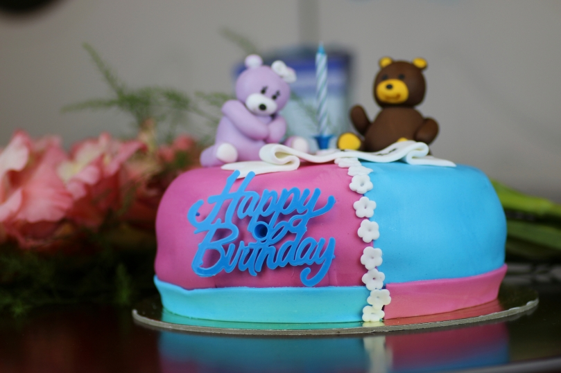 birthday cake with bears and flowers